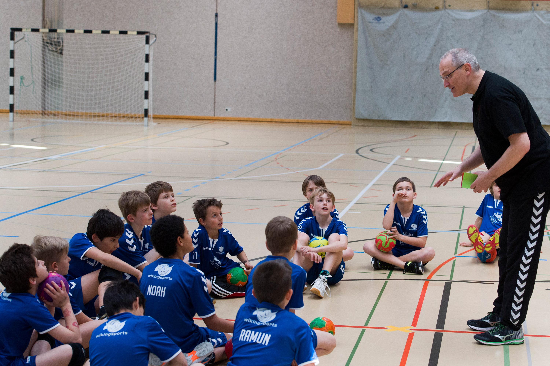 Handball Lektion an der Schule